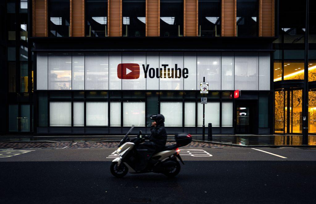 YouTubeで英語学習の写真